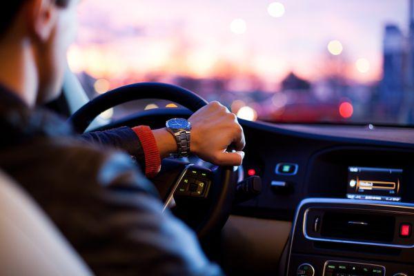Guidare, i farmaci che devono essere evitati prima di mettersi in macchina
